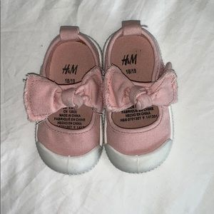 H&M toddler girl Velcro strap shoes